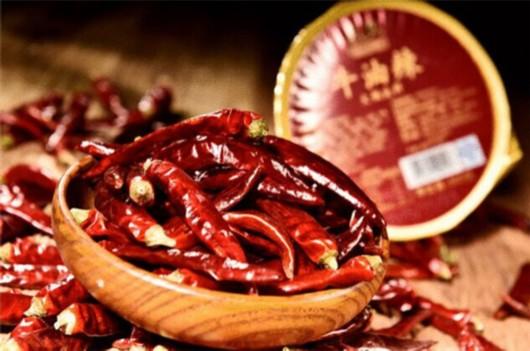 源自独一无二的木瓜蛋白酶嫩化技术;火锅的汤底香,取自巴奴重庆底料